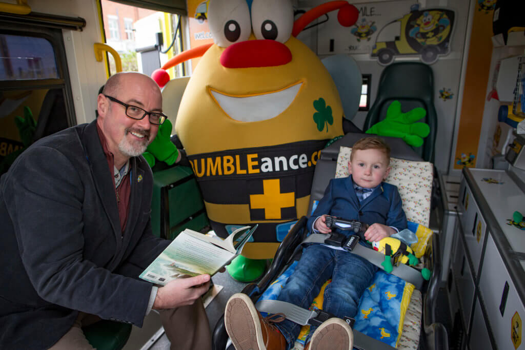 Laureate na nÓg PJ Lynch supporting the Bookworms for Bumbleance tour